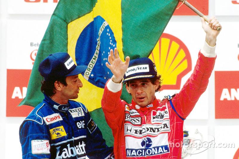 Podio: ganador de la carrera Ayrton Senna, McLaren, y el segundo lugar Riccardo Patrese, Williams