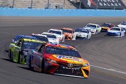 Matt Kenseth, Joe Gibbs Racing Toyota and Paul Menard, Richard Childress Racing Chevrolet