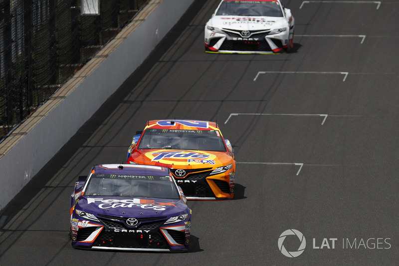 Denny Hamlin, Joe Gibbs Racing Toyota Matt Kenseth, Joe Gibbs Racing Toyota, Erik Jones, Furniture Row Racing Toyota