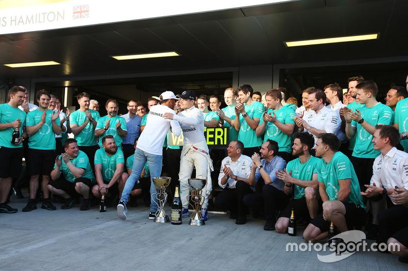 Race winner Valtteri Bottas, Mercedes AMG F1, Lewis Hamilton, Mercedes AMG F1
