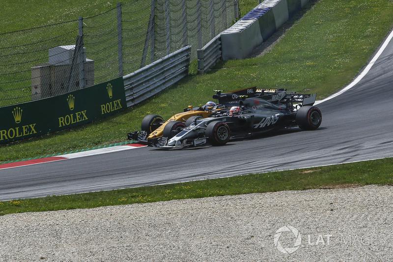 Kevin Magnussen, Haas F1 Team VF-17, Jolyon Palmer, Renault Sport F1 Team RS17