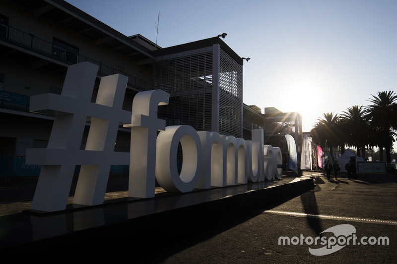 Schriftzug: Twitter-Hashtag #formulae