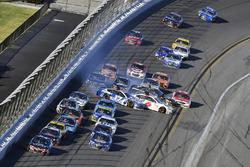 Kasey Kahne, Hendrick Motorsports Chevrolet leads and Ricky Stenhouse Jr., Roush Fenway Racing Ford and Trevor Bayne, Roush Fenway Racing Ford wreck