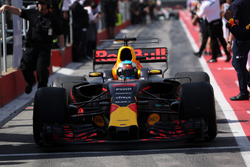 Daniel Ricciardo, Red Bull Racing RB13 arrives in parc ferme