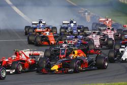 Кими Райкконен, Ferrari SF70H, Макс Ферстаппен, Red Bull Racing RB13, Ромен Грожан, Haas F1 VF-17 и другие участники