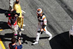 Гонщик McLaren Стоффель Вандорн возвращается в боксы