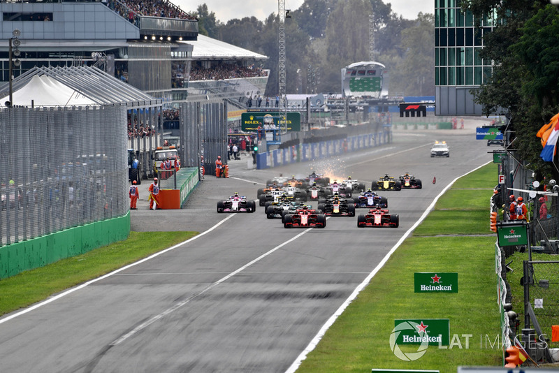 Sebastian Vettel, Ferrari SF71H y Kimi Raikkonen, Ferrari SF71H lideran la carrera al inicio