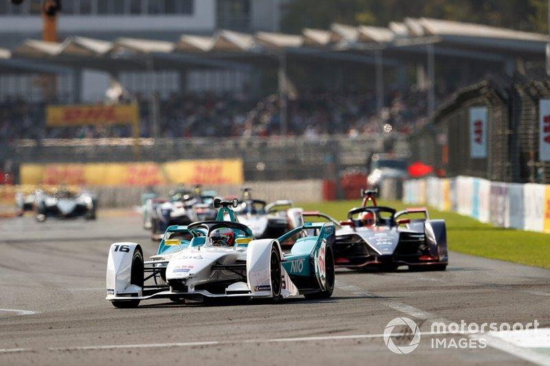 Oliver Turvey, NIO Formula E Team, NIO Sport 004 y Robin Frijns, Envision Virgin Racing, Audi e-tron FE05