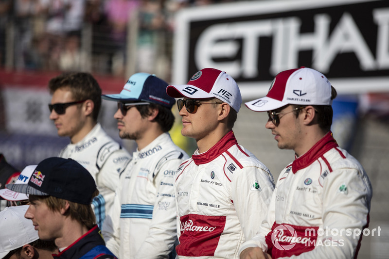 Marcus Ericsson, Sauber and Charles Leclerc, Sauber at the driver group photo