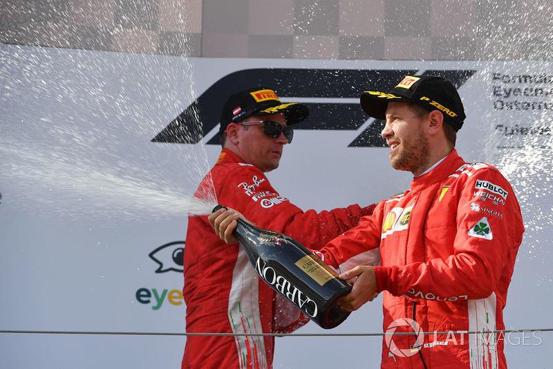 Sebastian Vettel, Ferrari fête son résultat avec le champagne sur le podium