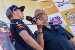 Max Verstappen en Olav Mol tijdens de Jumbo Racedagen