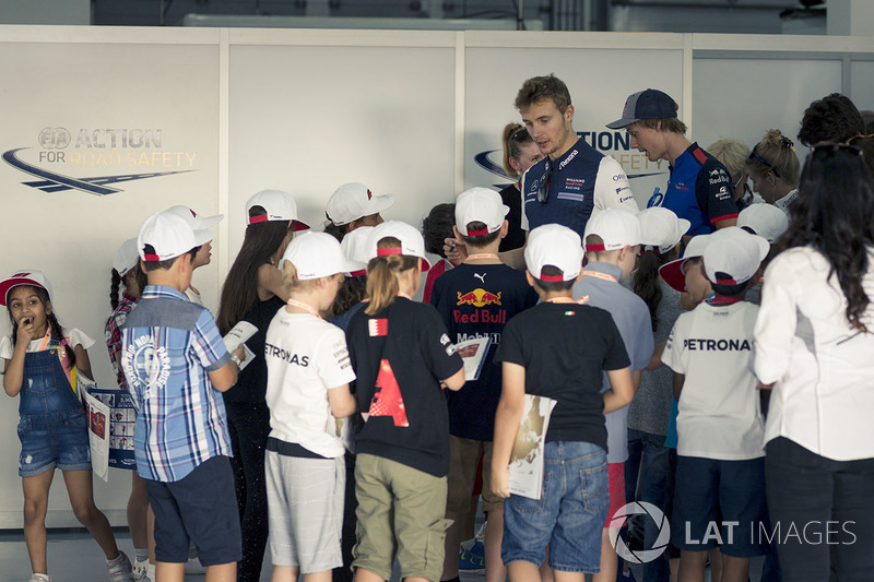 Sergey Sirotkin, Williams and grid kids on the drivers parade