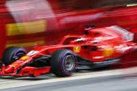 Sebastian Vettel, Ferrari SF71H, pit stop action