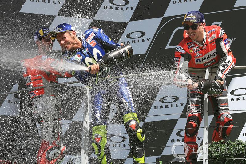 Подіум: переможець гонки Хорхе Лоренсо, Ducati Team, третє місце Валентино Россі, Yamaha Factory Racing