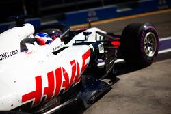 Romain Grosjean, Haas F1 Team VF-18 Ferrari, quitte le garage
