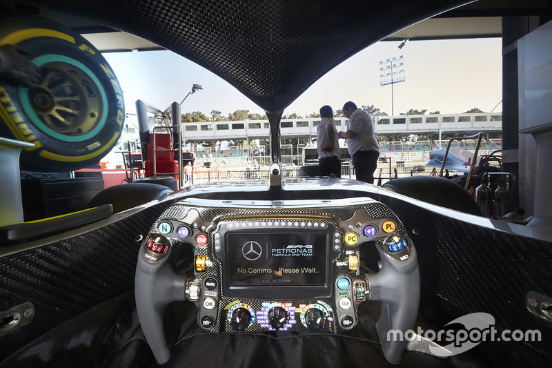 Abitacolo della Mercedes AMG F1 W09