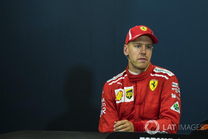 """Sebastian Vettel: """"Acho que Daniel [Ricciardo] teve as respostas o tempo inteiro. No primeiro stint, eu conseguia acompanhá-lo muito facilmente, mas aí ele começou a acelerar quando, acho, Lewis [Hamilton] parou. Então, ele estava mais forte e eu não cons"""