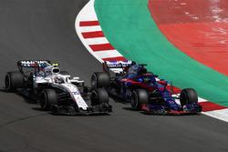 Sergey Sirotkin, Williams FW41, battles with Brendon Hartley, Toro Rosso STR13