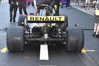 تفاصيل القسم الخلفي لسيارة رينو آر.اس18