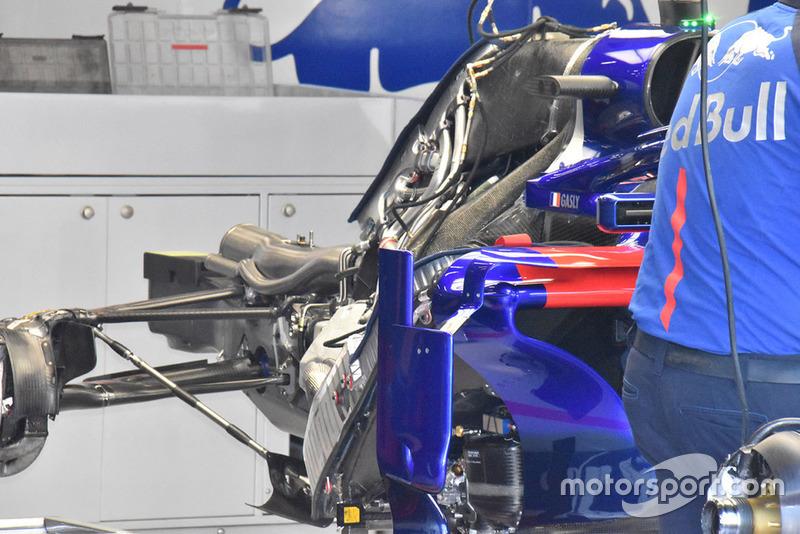 Scuderia Toro Rosso STR13, вид ззаду
