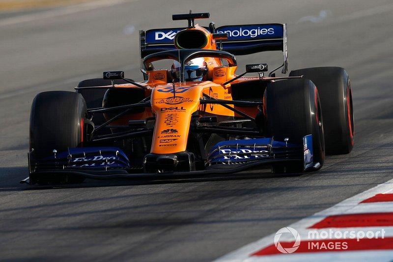 Carlos Sainz Jr., McLaren MCL34 with rear wing vortex