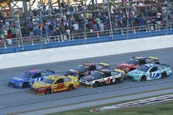 Herstart: Joey Logano, Team Penske Ford, Brian Scott, Richard Petty Motorsports Ford aan de leiding