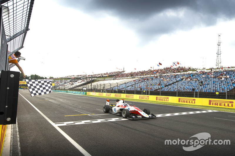 Checkered flag for Alexander Albon, ART Grand Prix