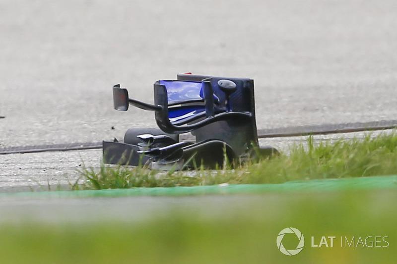 Restos del alerón delantero del Brendon Hartley, Scuderia Toro Rosso STR13