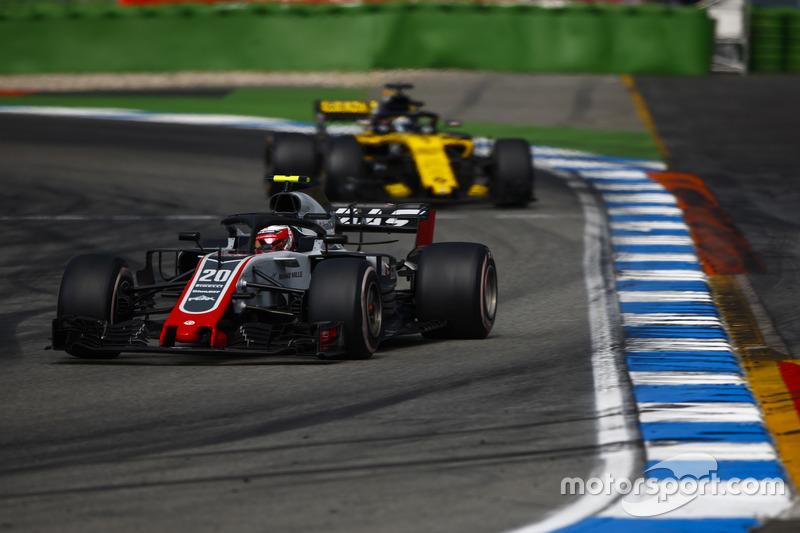 Kevin Magnussen, Haas F1 Team VF-18, Nico Hulkenberg, Renault Sport F1 Team R.S. 18
