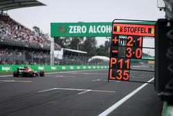 Pit board for Stoffel Vandoorne, McLaren MCL32