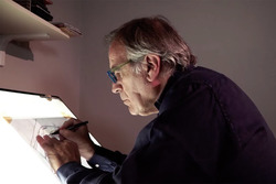 Giorgio Piola arbeitet an einer Zeichnung