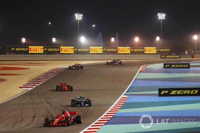 Sebastian Vettel, Ferrari SF71H, Valtteri Bottas, Mercedes AMG F1 W09, Kimi Raikkonen, Ferrari SF71H