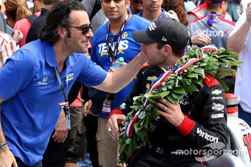 Il vincitore della gara Will Power, Team Penske Chevrolet con Dario Franchitti