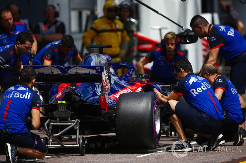 Brendon Hartley, Toro Rosso STR13, ai box durante le prove