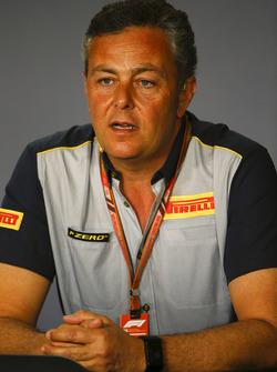 Mario Isola, Yarış Menajeri, Pirelli Motorsport, Basın toplantısında