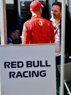 Sebastian Vettel, Ferrari e Christian Horner, Team Principal Red Bull Racing