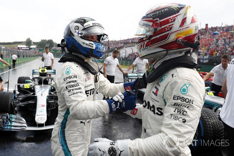 Обладатель поула Льюис Хэмилтон, второе место – Валттери Боттас, Mercedes AMG F1