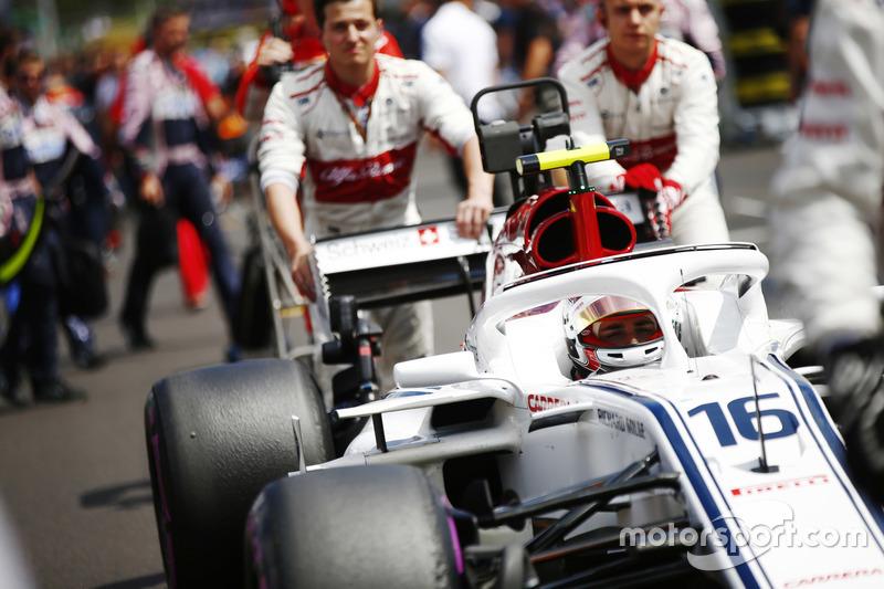 Charles Leclerc, Sauber C37, arriva in griglia