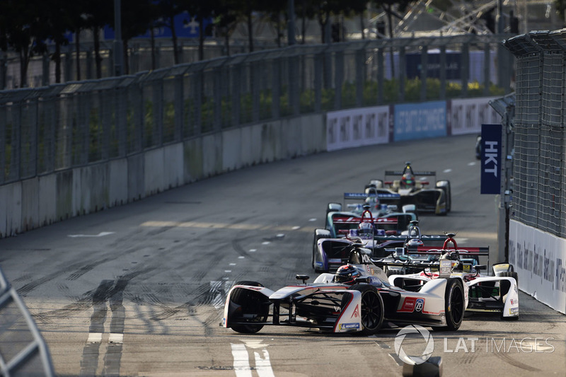 Edoardo Mortara, Venturi Formula E, leads the race