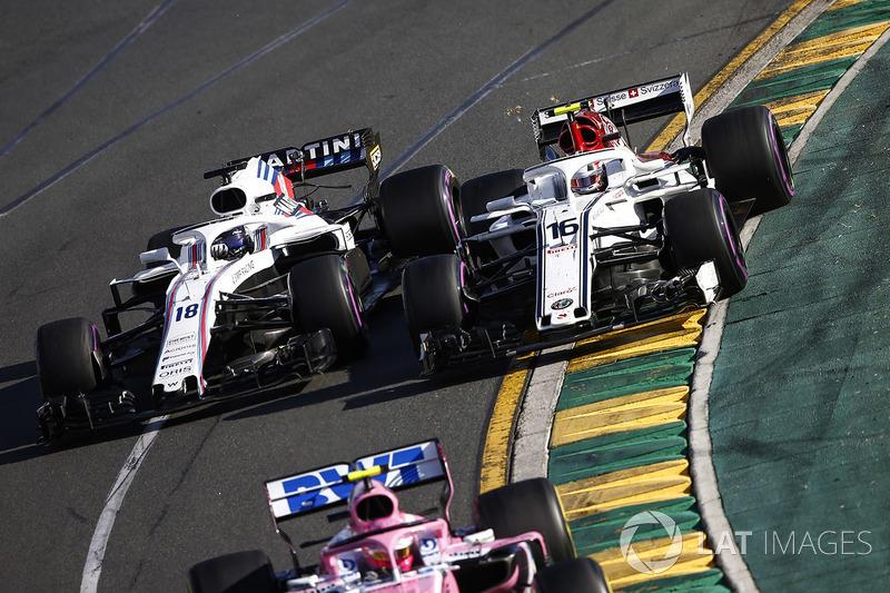 Esteban Ocon, Force India VJM11 Mercedes, precede Charles Leclerc, Sauber C37 Ferrari, e Lance Stroll, Williams FW41 Mercedes