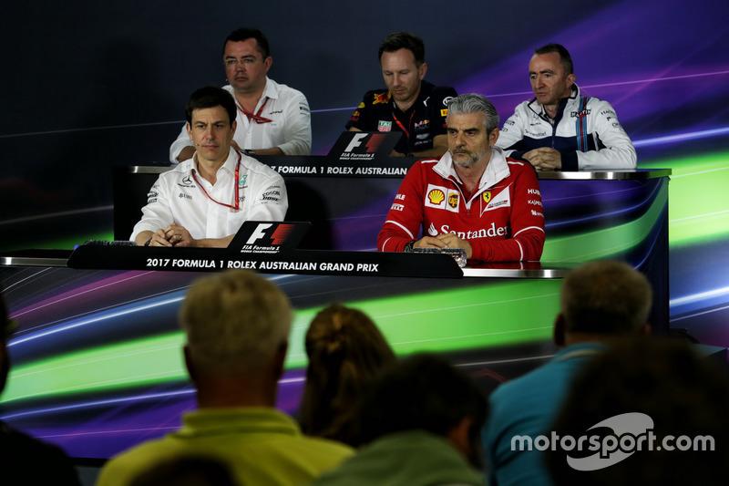 FIA Press Pressekonferenz: Eric Boullier, McLaren Renndirektor; Christian Horner, Red Bull Racing Teamchef; Paddy Lowe, Williams Technikchef; Toto Wolff, Mercedes AMG F1, Sportchef; Maurizio Arrivabene, Ferrari Teamchef