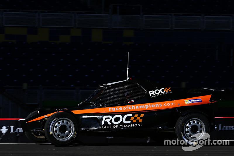 Gabby Chaves maneja el ROC Car