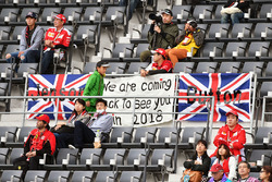 Jenson Button, fans and banners