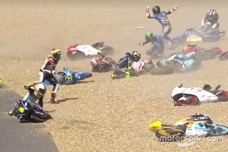 Caída multiple Moto3
