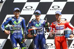 Valentino Rossi, Yamaha Factory Racing, le poleman Maverick Viñales, Yamaha Factory Racing, Andrea Dovizioso, Ducati Team après les qualifications