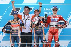 Podio: il vincitore della gara Marc Marquez, Repsol Honda Team, il secondo classificato Dani Pedrosa, Repsol Honda Team, il terzo classificato Jorge Lorenzo, Ducati Team