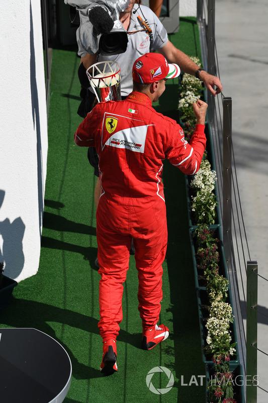 Podio: ganador de la carrera Sebastian Vettel, Ferrari