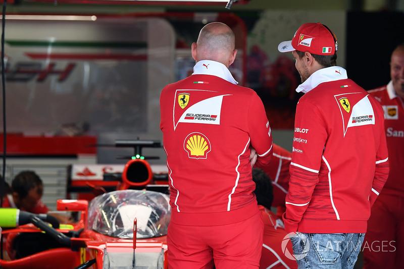 Sebastian Vettel, Ferrari, am Ferrari SF70H mit Cockpitschutz Shield