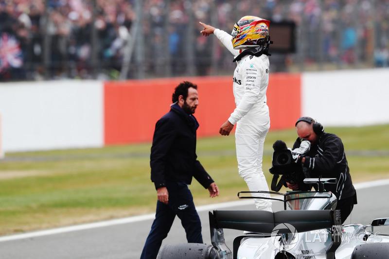Lewis Hamilton, Mercedes AMG F1, celebra la pole