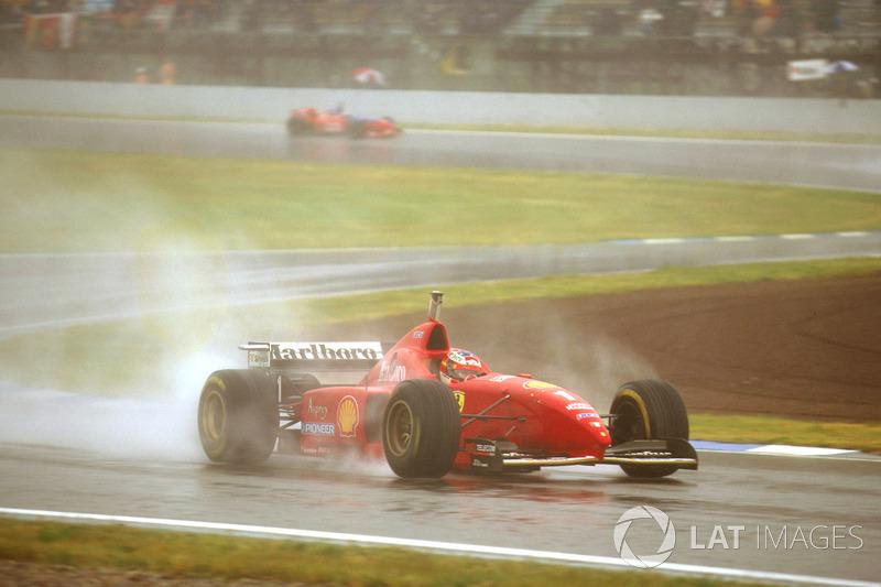 На старте Шумахер потерял сразу три позиции, но затем так взвинтил темп, что уже к 13 кругу вырвался в лидеры и вез всем соперникам по три секунды с круга. Хилл потерял управление и разбил свой Williams на десятом круге.